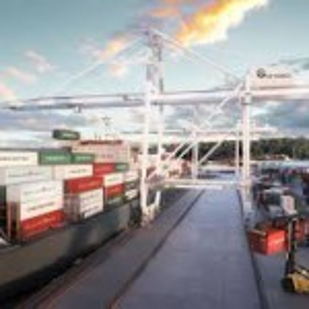 Tasmanian exporters urge Lambie to back Burnie freight terminal