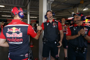 red-bull-holden-2-vue-images-2017