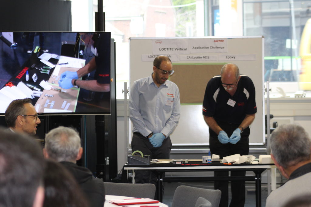 Live demonstration of the new LOCTITE hybrid technologies.