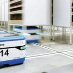 Scallog robot lifts shelves using LINAK actuator
